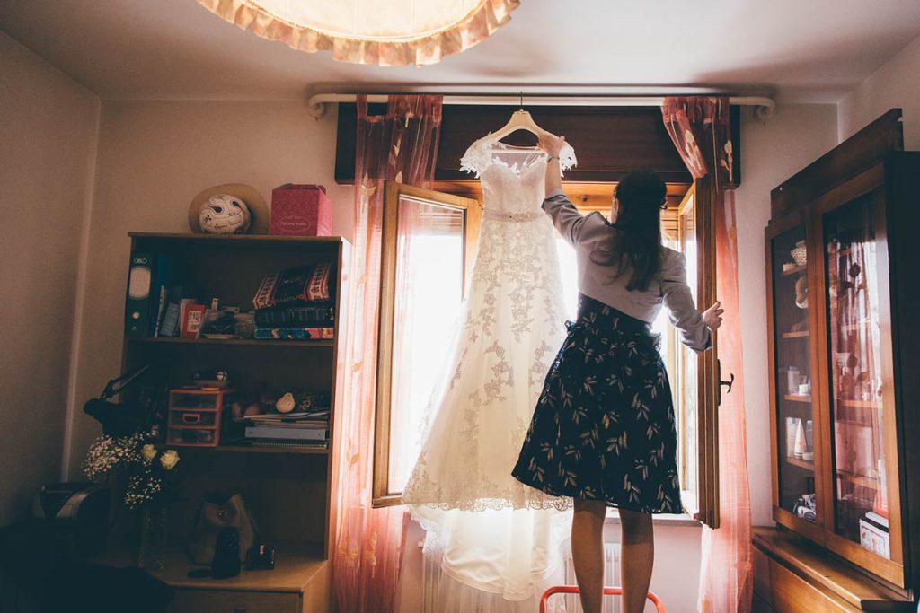 abito da sposa e testimone
