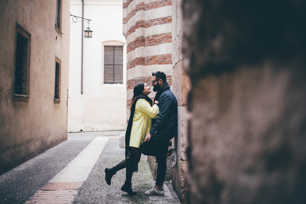 Foto di coppia nelle vie di Verona