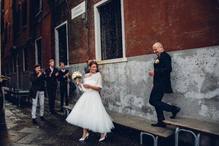 matrimonio a venezia lancio del riso