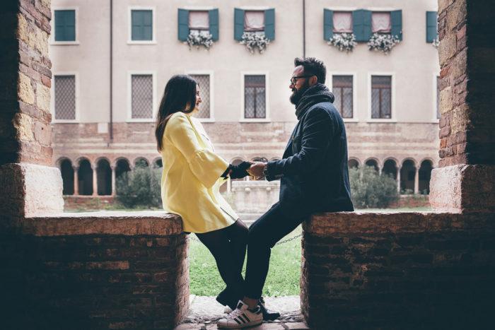 Foto di coppia nel chiostro del duomo di Verona