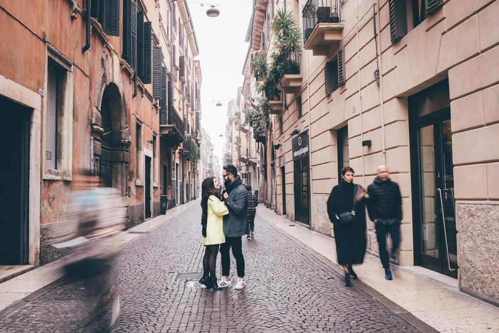 Foto di coppia in via santa anastasia a Verona